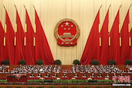 3月11日下午3时,第十一届全国人民代表大会第五次会议在北京人民大会堂举行第四次全体会议,听取最高人民法院工作报告和最高人民检察院工作报告。中新社记者 盛佳鹏 摄