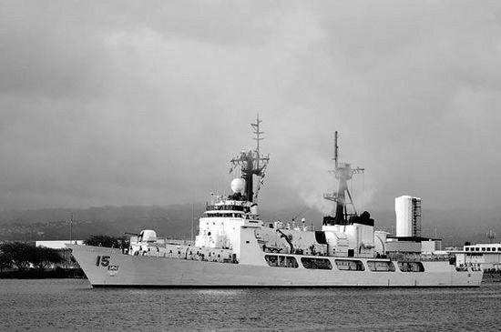"""菲律宾海军的巡逻机上周日在黄岩岛附近发现了12艘中国渔船,菲海军随后出动了最大的军舰""""德尔毕拉尔""""号,试图抓扣在黄岩岛附近作业的中国渔民。"""