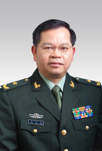 广东省委常委、省军区政委 黄善春。