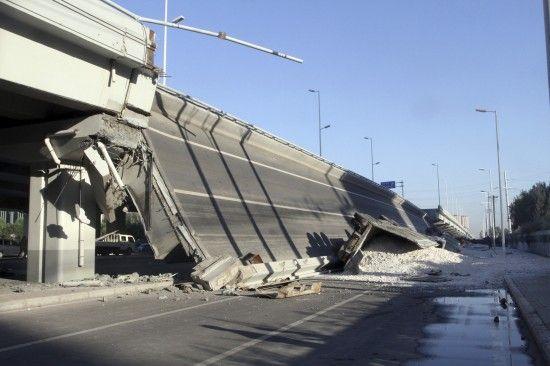 明滩大桥桥面坍塌现场