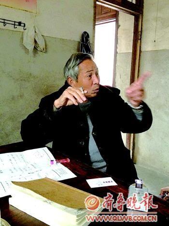 �警方当年在媒体上刊登的线索征集启事。本报记者 张子森 摄