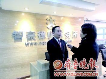 赵红霞的辩护律师、重庆智豪律师事务所主任张智勇接受本报记者采访。  本报特派记者 刘德峰 摄