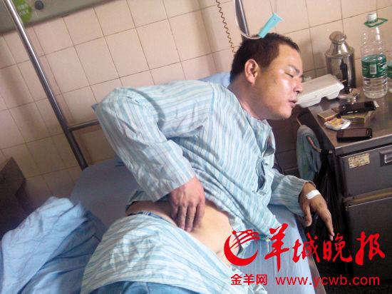 在医院接受治疗的岑耀斌 张闻 摄