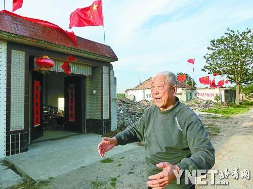 于普顺介绍被骚扰的情况。他拒绝了村里提出的补偿条件,拆迁陷入了僵局