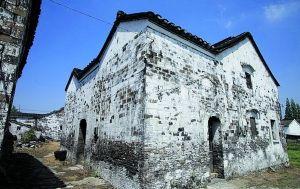 按照镇江新区的规划,葛村近70座传统建筑中,仅有9座受到保护,其余的将悉数拆除。