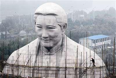 河南造价1.2亿的宋庆龄雕像。