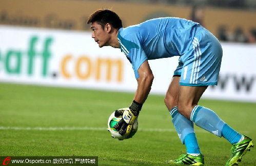 东亚杯-国足顽强一战0-0韩国神奇门将曾诚屡救险