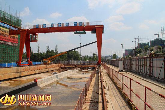 成都地铁3号线动物园站主体结构封顶