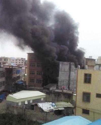 12月4日,广东汕头潮南区陈店镇新溪西村一内衣作坊发生火灾,造成14死1伤。网友供图