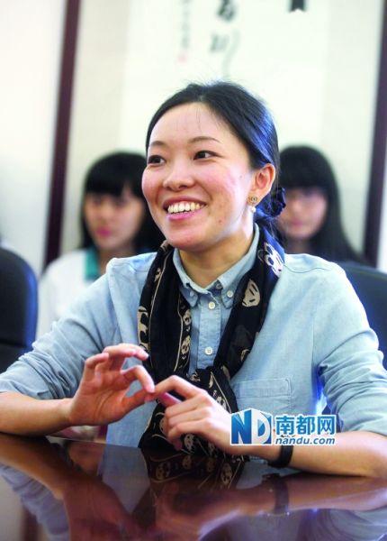 习近平偕夫人出访拉美翻译、广外外校校友姚雯敏昨在母校接受采访。 南都记者 冯宙锋 摄