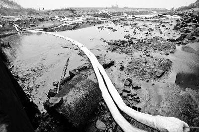 事故造成部分原油入海,海面受到污染供图/CFP