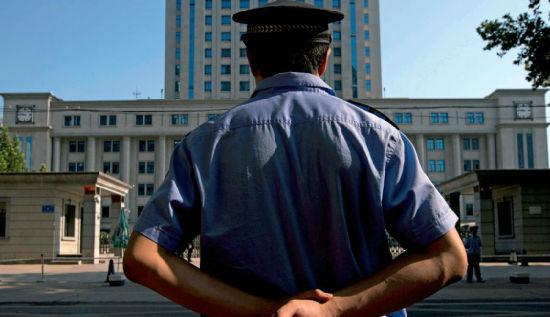 从命案破案率连续7年全国排名第一到时隔一年突然宣布废除破案率等一系列考评指标,河南警方的转身令人瞩目。