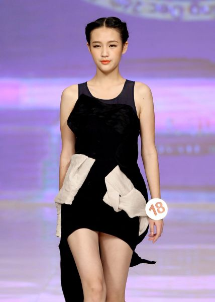 中国职业时装模特大赛落幕图片