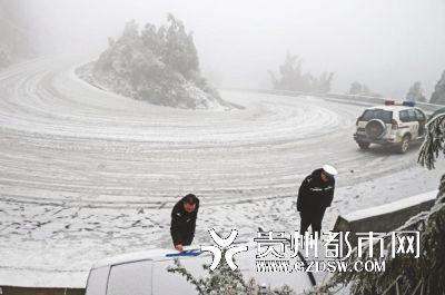 12月29日六盘水市102省道梅花山路段温度降至零下6.
