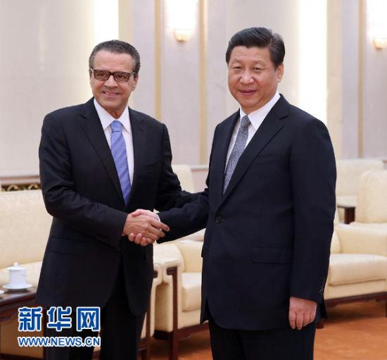 4月15日,国家主席习近平在北京人民大会堂会见巴西众议长阿尔维斯。 新华社记者 兰红光摄