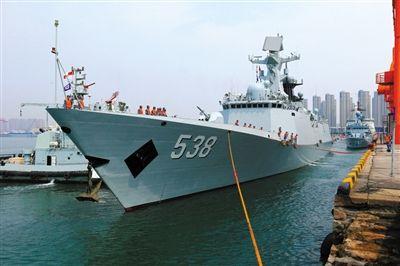中国导弹护卫舰烟台舰满载排水量4000余吨,舰长134.1米,舰宽16米,是我国自主设计、研制的新型导弹护卫舰。