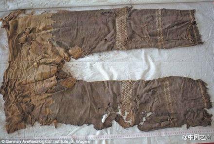 衣服和裤子剪纸步骤图解