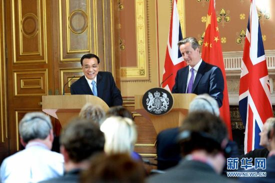 6月17日,中國國務院總理李克強同英國首相卡梅倫在倫敦舉行中英總理年度會晤后共同會見記者。新華社記者 李濤 攝