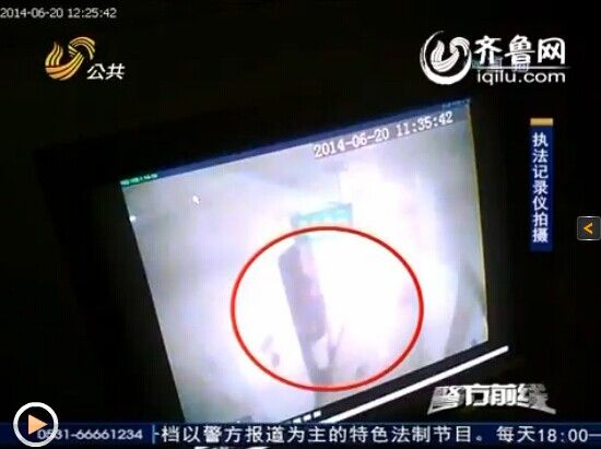 女厕所偷拍b毛_济南20岁小伙厕所蹲点偷拍 被拍女孩打照面未发现