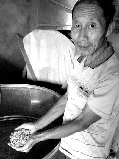 湖南临澧1家猪场污染数百亩稻田 村民吃米外购