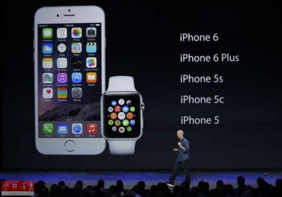 9月9日,在美国加利福尼亚州的丘珀蒂诺,苹果公司首席执行官蒂姆·库克介绍新产品。当日,美国苹果公司推出两款手机新产品,分别为iPhone 6和iPhone6 Plus,同时推出一款手表。(资料图)