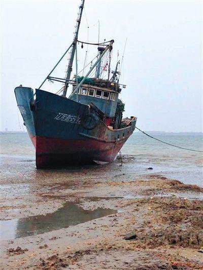 被劫持渔船船号为辽瓦渔55090。