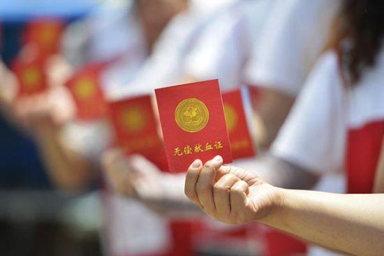 陕西宝鸡9月正式颁布新《无偿献血管理办法》,倡导市民在领驾驶证、结婚证等前应献血一次。