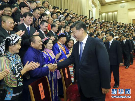 9月28日至29日,中央民族工作会议暨国务院第六次全国民族团结进步表彰大会在北京举行。这是习近平等在会前会见受表彰的模范集体和模范个人代表。新华社记者 兰红光 摄