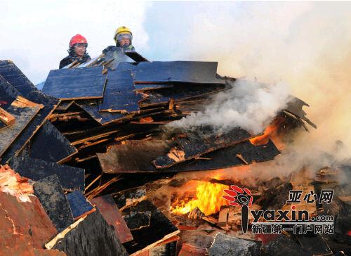 乌鲁木齐市小地窝堡一木材厂大火烧了六小时