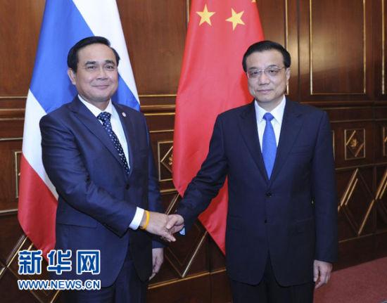 10月16日,中国国务院总理李克强在意大利米兰会见泰国总理巴育。新华社记者 张铎 摄