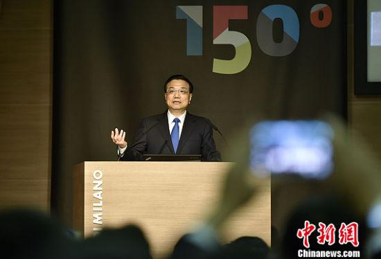 当地时间10月16日上午,中国国务院总理李克强在米兰与意大利总理伦齐共同出席第五届中意创新合作周大会并致辞。中新社记者 刘震 摄