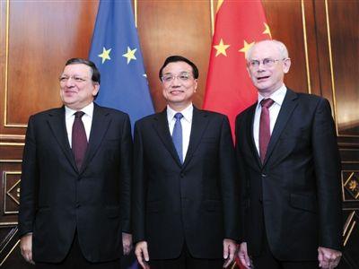 15日,李克强在米兰同欧洲理事会主席范龙佩和欧盟委员会主席巴罗佐举行会晤。新华社记者 张铎 摄