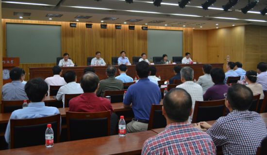 教育部党组副书记、副部长杜玉波以及中共福建省委有关领导同志出席宣布大会并讲话。厦门大学网站