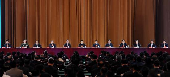 11月4日,中共中央政治局委员、中央政法委书记孟建柱出席刘汉刘维黑社会性质组织依法处理工作总结会议并讲话。