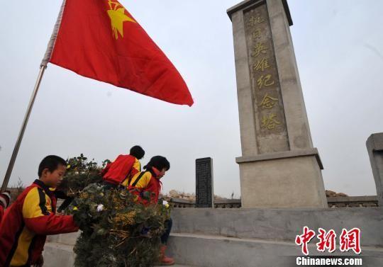 Welcome China's first national public memorial day Nanjing Massacre students put the words '12.13'