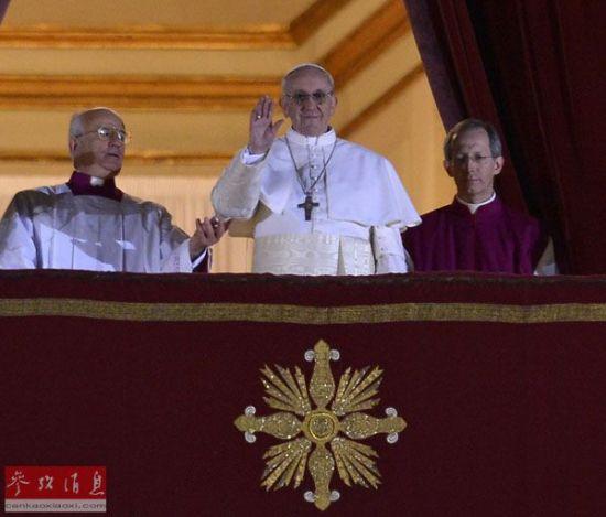 资料图片:来自阿根廷的枢机主教豪尔赫·马里奥·贝戈利奥2013年3月13日晚在罗马教皇选举中当选第266任天主教罗马教皇,称为方济各。新华社发