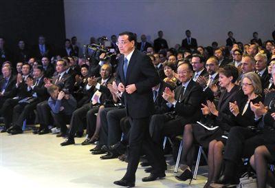 当地时间1月21日,瑞士达沃斯,国务院总理李克强在世界经济论坛全会发表特别致辞并回答提问。新华社记者 刘卫兵 摄