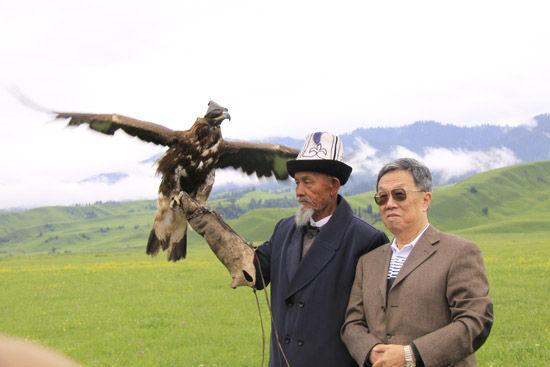 王蒙在新疆的留影。(照片由王蒙本人提供)