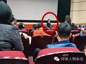 2015年3月,业主维权现场,吴芳芳露面。