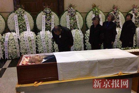 溥仪弟弟溥任遗体告别百名爱新觉罗家族成员悼念