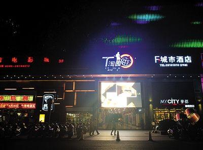 3月30日,泉州新门街附近的T淘园。徐钢在泉州市委书记任上将与他交往密切的商人引入泉州古城区开发文化创意产业。