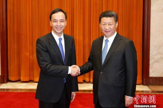 5月4日,中共中央总书记习近平在北京人民大会堂会见中国国民党主席朱立伦。中新社发 盛佳鹏 摄
