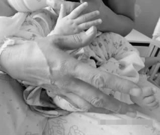 今天 请牵起妈妈的手