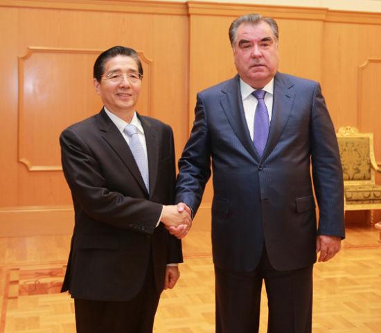 6月5日,塔吉克斯坦总统拉赫蒙在杜尚别会晤了列席上海协作安排成员国第三次公安外务部长集会的国家国务委员、公安部部长郭声琨。