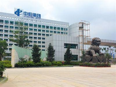 2015年6月9日,广西南宁经开区,正在建设的中恒(南宁)医药产业基地,主楼正在整修。新京报记者 朱星 摄