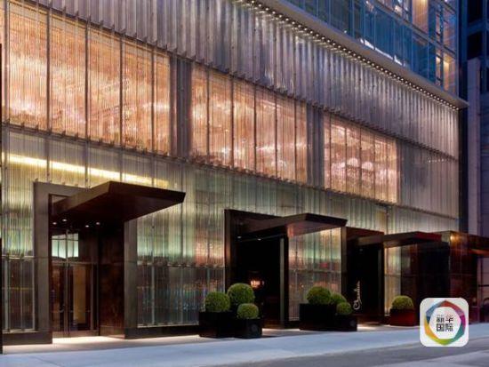 """美国纽约曼哈顿的巴卡拉酒店(Baccarat Hotel and Residences),被当地人称为""""水晶宫"""""""