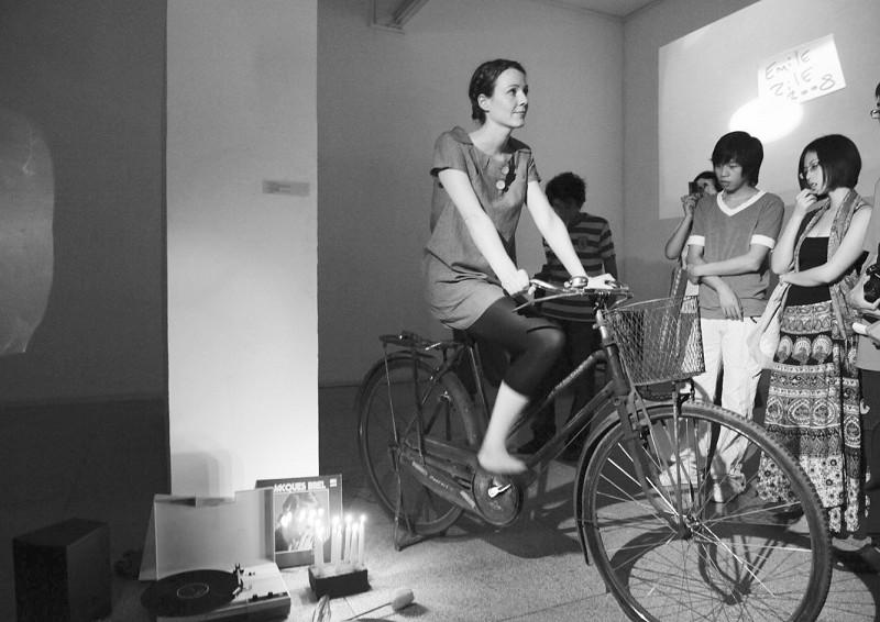 厦大艺术展10个针线用女人串一起照男女情趣图片