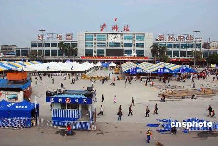 图文:广州火车站恢复正常秩序