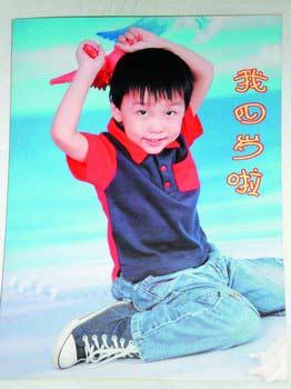 毛新宇在儿子照片上题字赠送记者(组图)