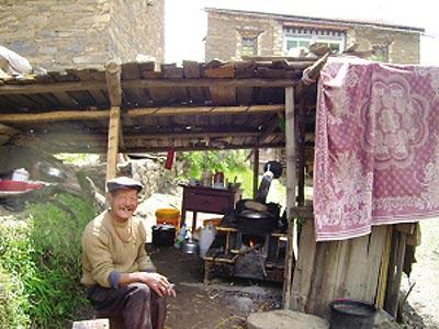 组图:四川黑水灾民震后建起新房